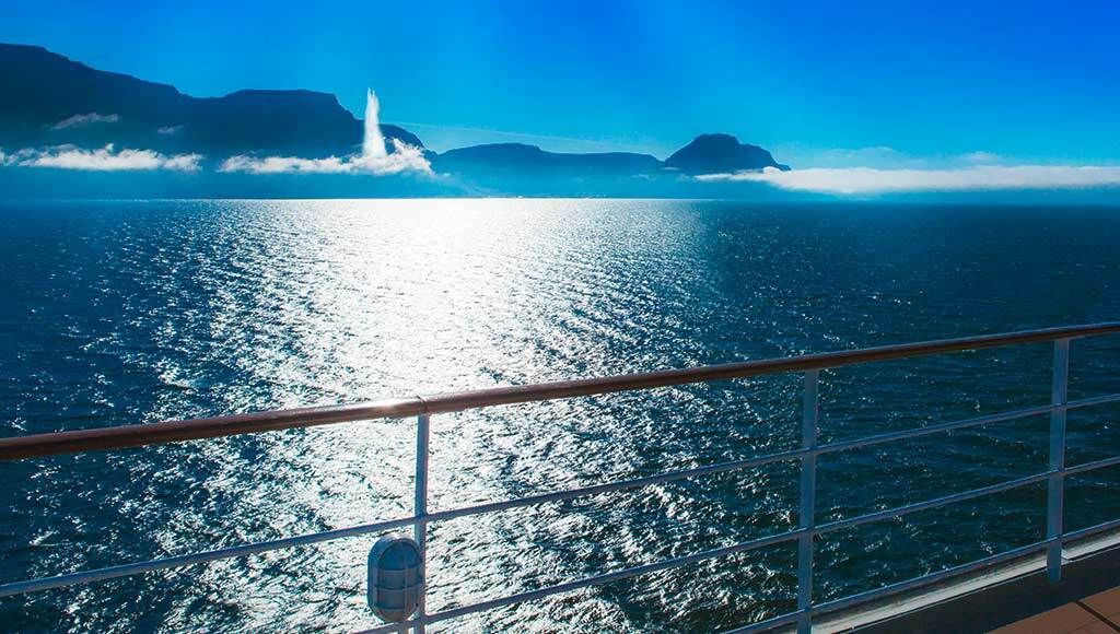 Merging yachting, luxury cruise and scientific expedition