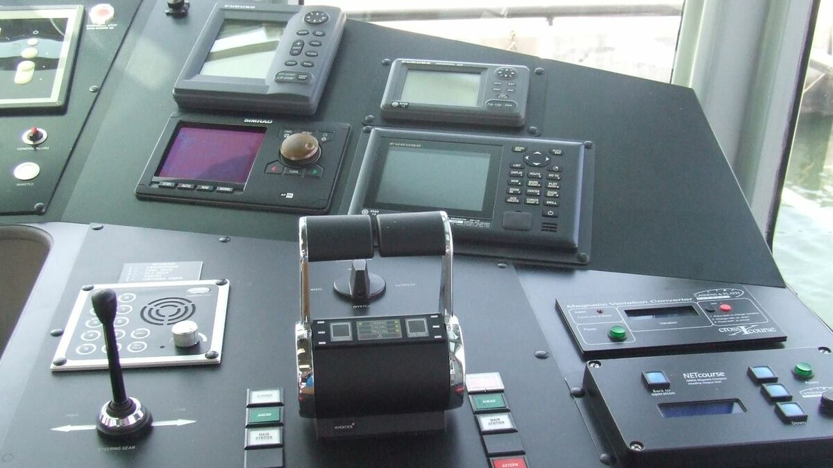 Vessel operators need to keep their bridge electronics activated for tracking and identification
