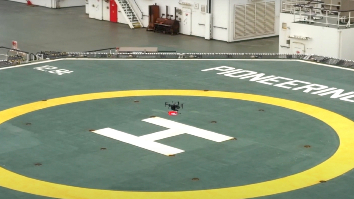 Dutch Drone Delta conducted the pilot project which carried a small parcel to Pioneering Spirit