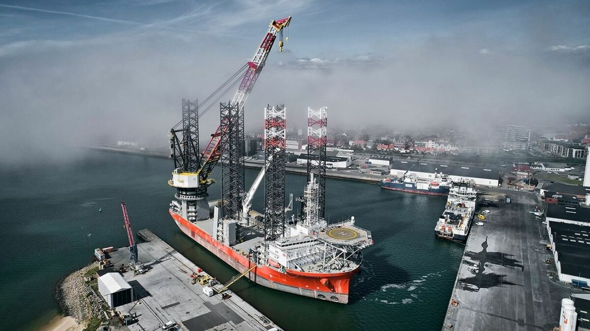 Pacific Osprey's upgraded crane enables it to handle all new-generation offshore wind turbines