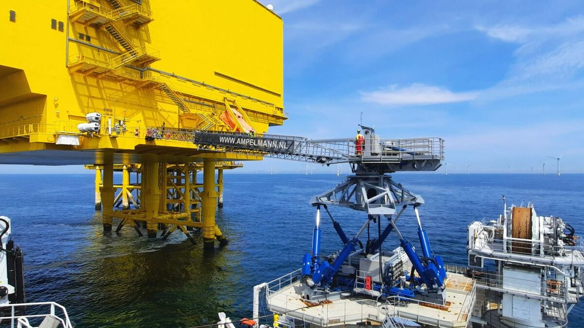 The Ampelmann E1000 offshore access system can transfer personnel and cargo