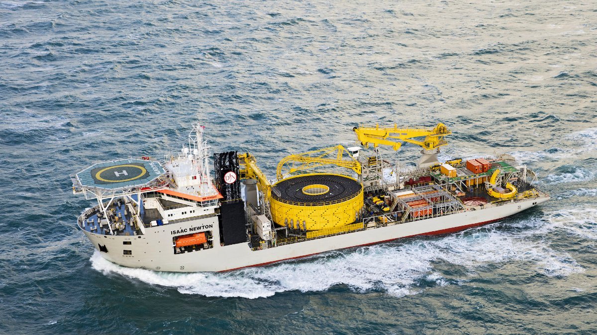 In cable laying mode, Isaac Newton can install up to 10,700 tonnes of cable