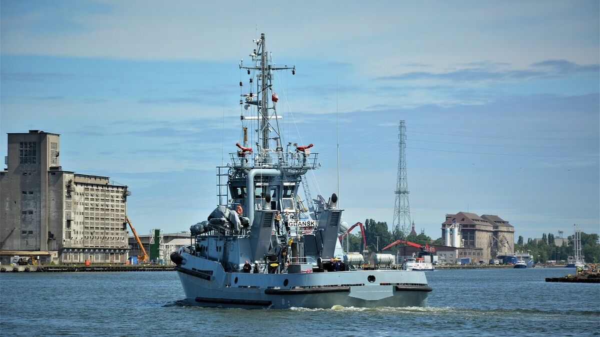 Remontowa Shipbuilding delivers Mieszko tug to the Polish Navy