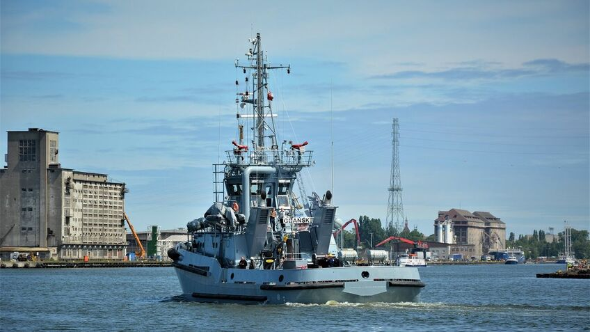 Naval tugboat construction campaign reaches halfway milestone