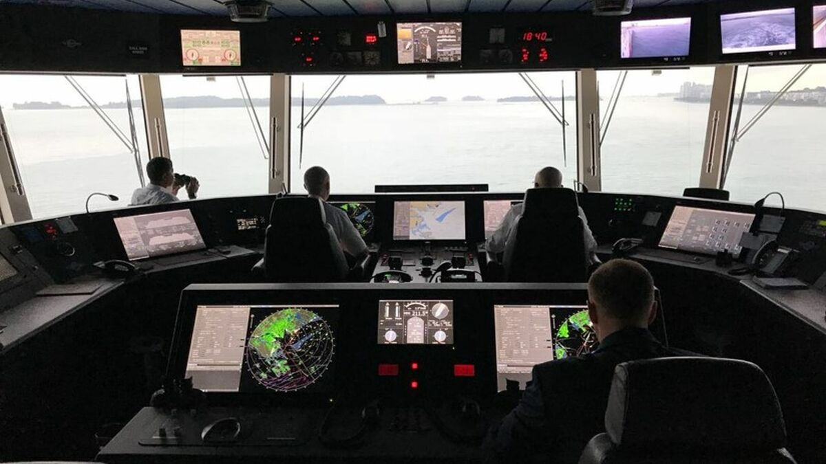 Genting Cruise Ship bridge operations include auto-docking and DP