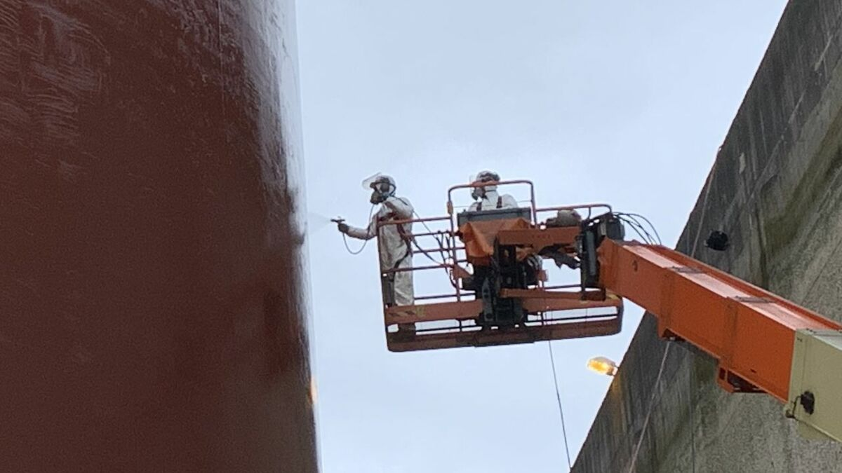 A Jotun coating is applied to a hull in an antifouling strategy