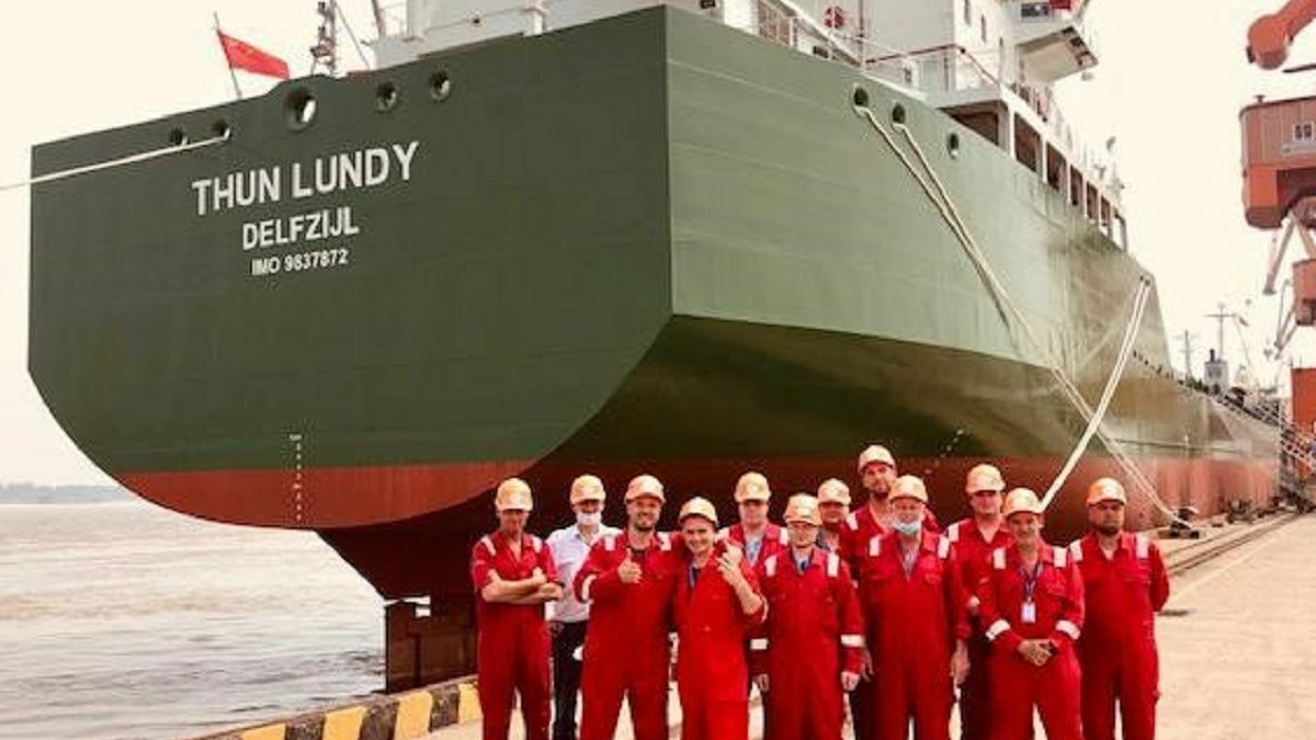 The crew readies Thun Landy, the fifth Thun L-Class tanker, for its maiden voyage (source Claas Vis)