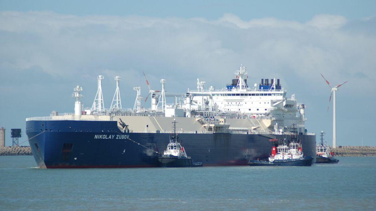 Boluda Towage Europe tugs assist Nikolay Zubov LNG carrier into Zeebrugge