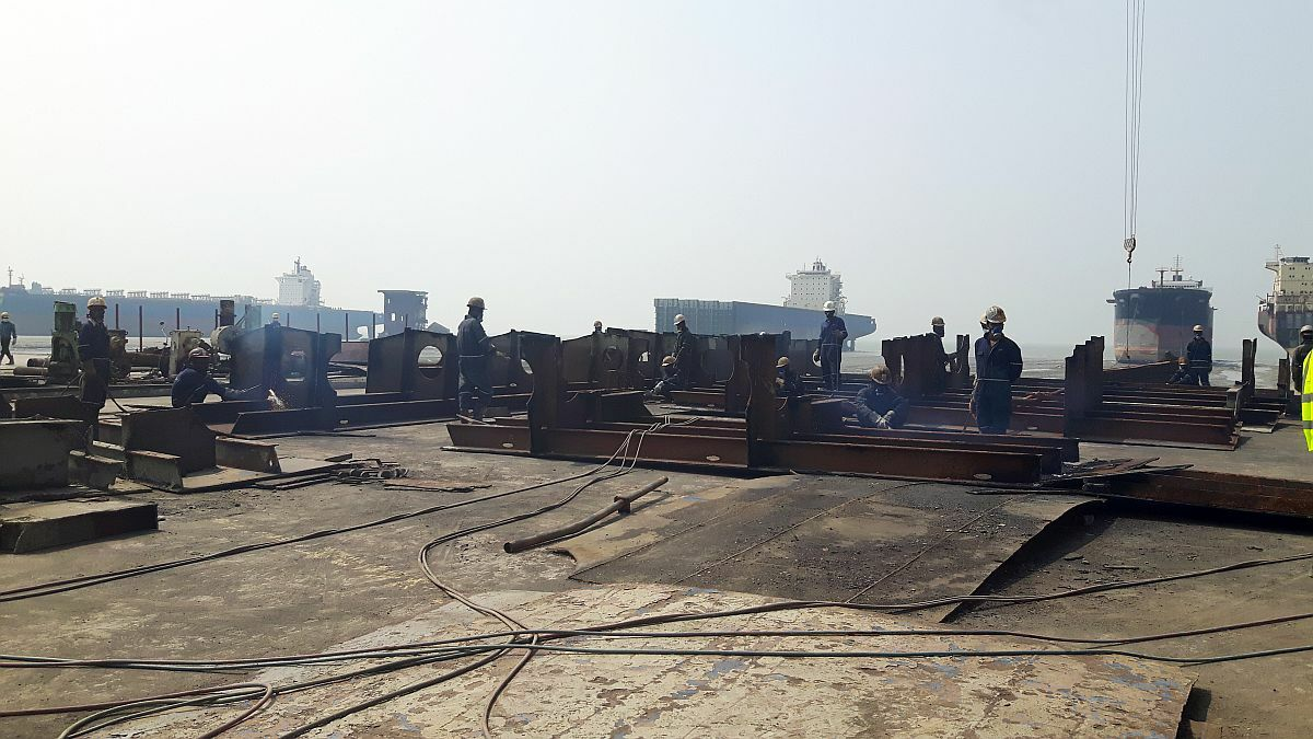 Recycling yard in Bangladesh: workers can claim negligence from vessel owners