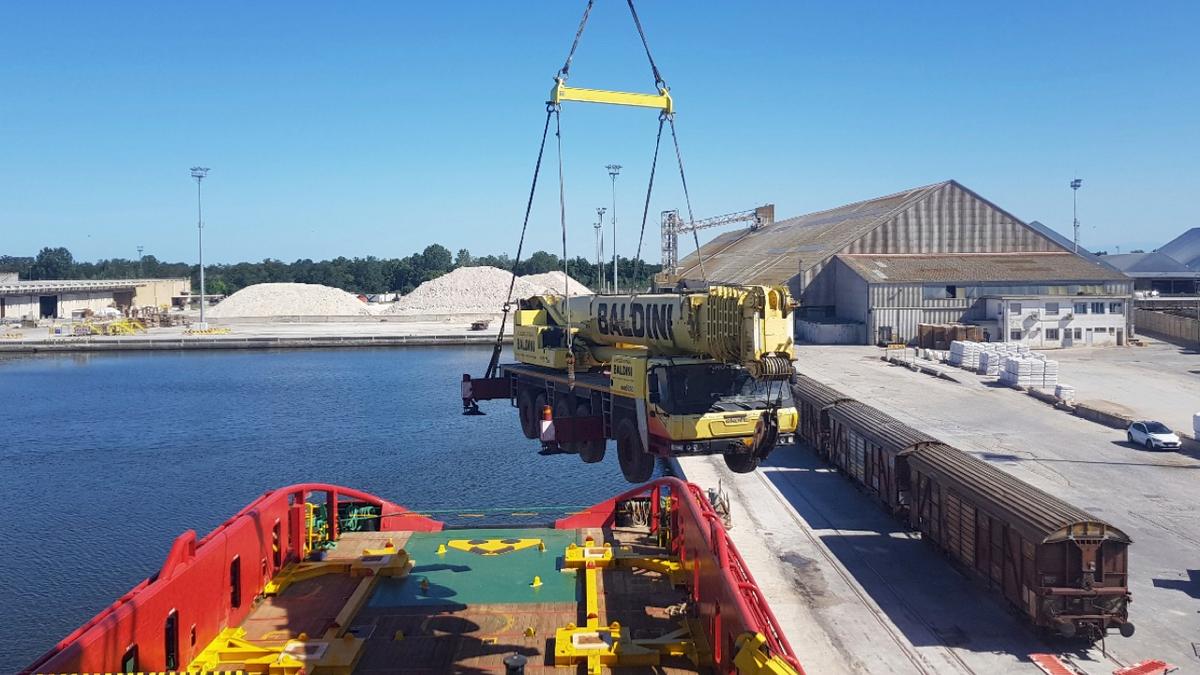 Mobile crane upgrade enhances AHTS vessel for charterer