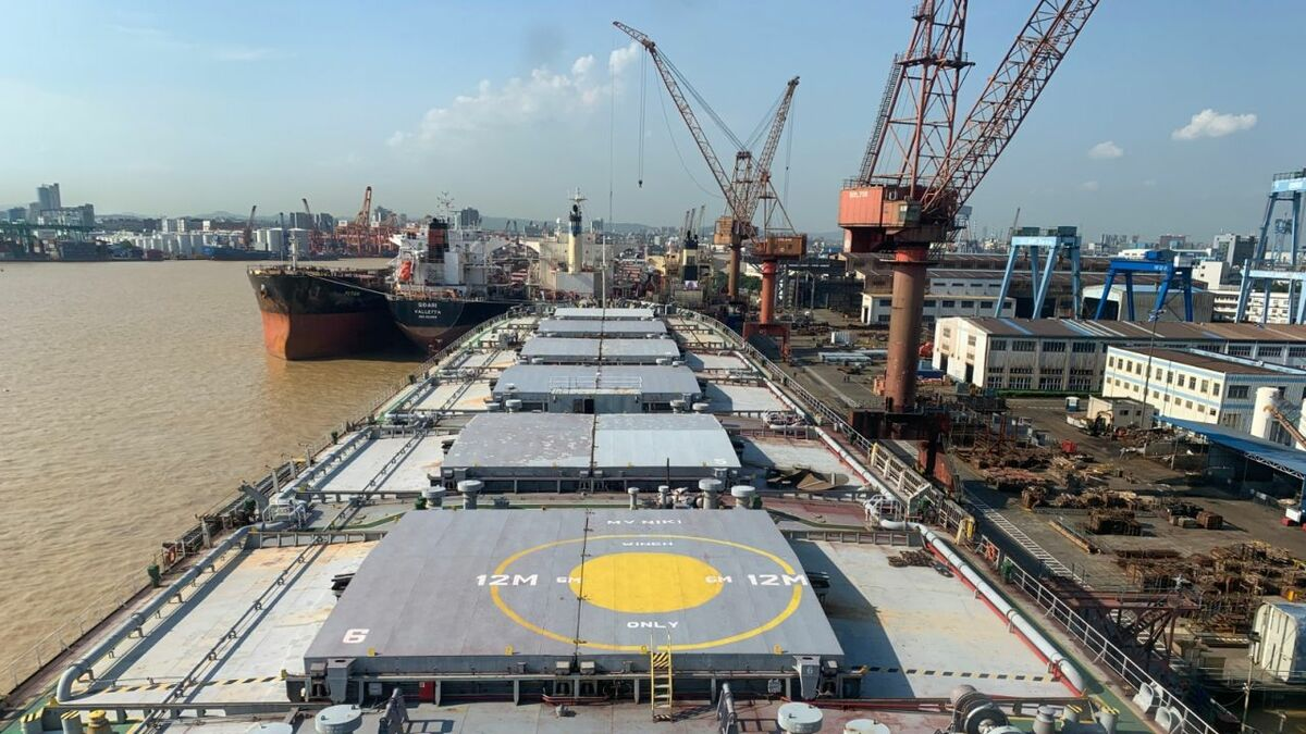 Bulker Niki is converted into a transhipment vessel in China's Cosco Guangzhou shipyard