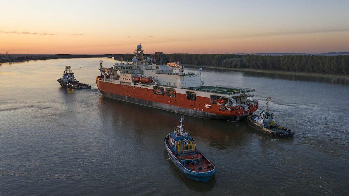 Three tugs tow Australia Antarctic icebreaker Nuyina in Romania