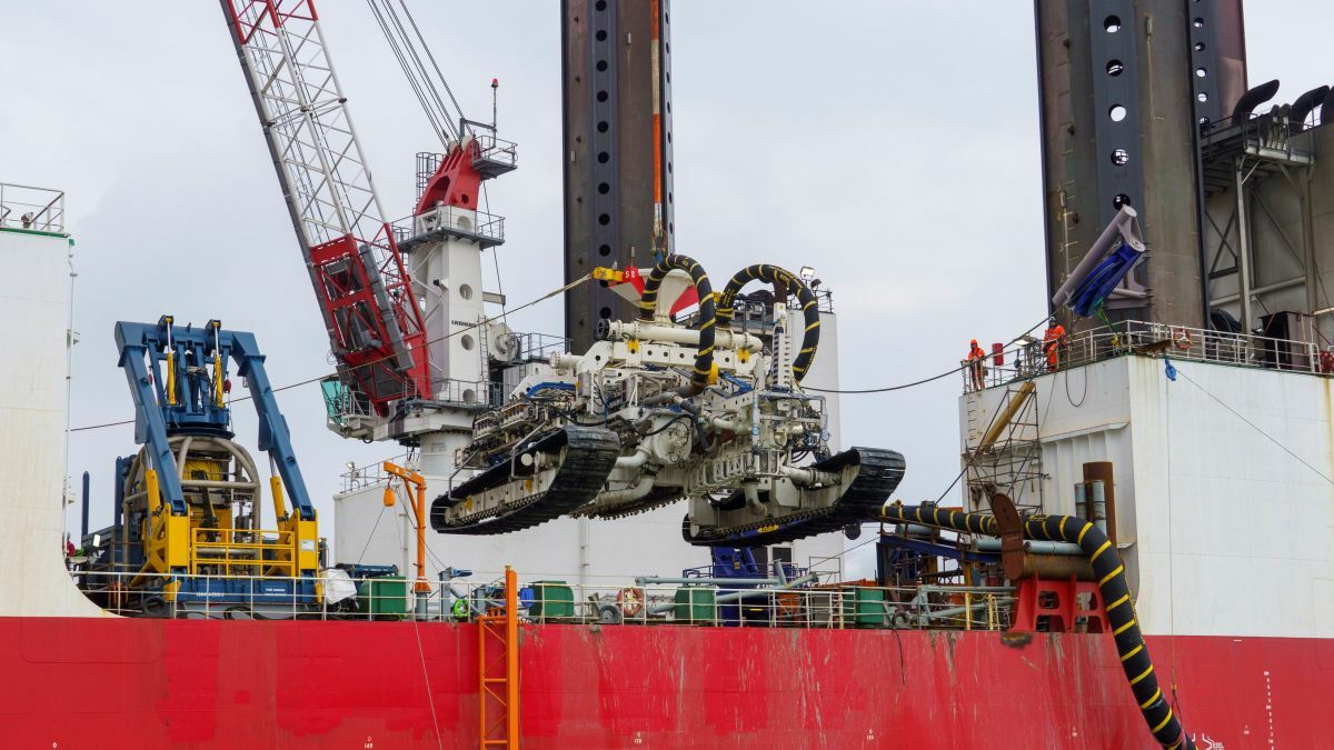 Specially designed and built for Van Oord, Deep Dig-It can bury cables to a depth exceeding 5 m