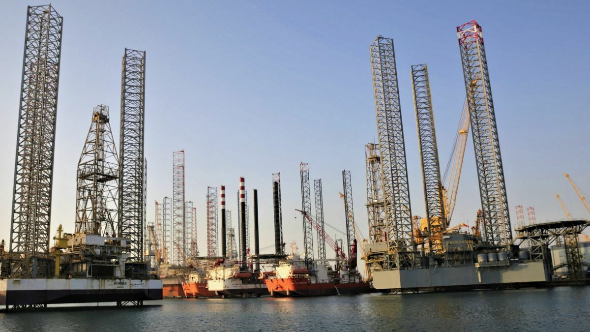 Rigs in the N-KOM Erhama Bin Jaber Al Jalahma shipyard