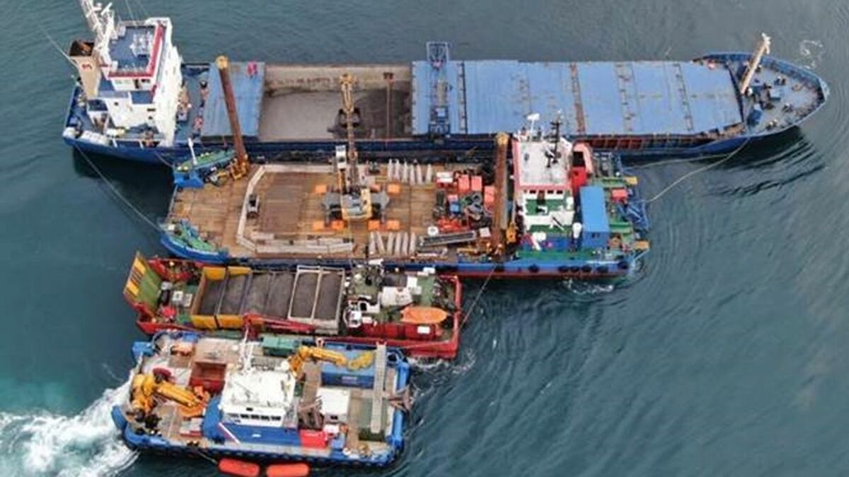 Resolve mobilised vessels and barges while salvaging Kaami general cargo ship (source:Resolve)