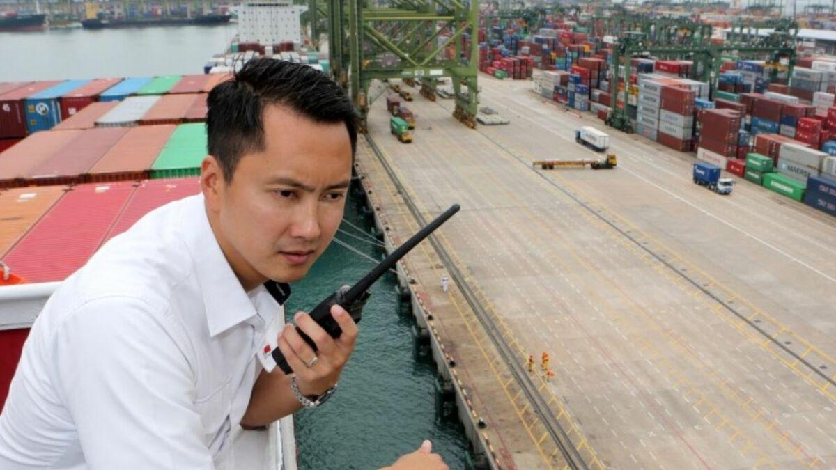 Piloting a container ship into a Singapore terminal (source: PSA Marine)
