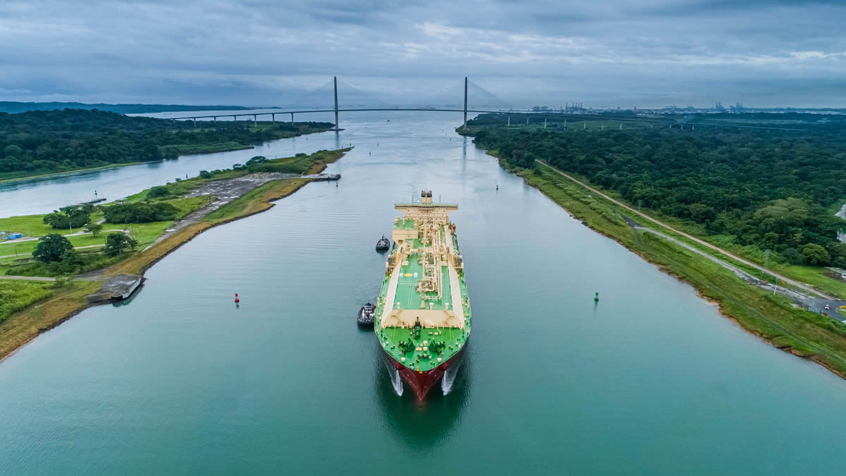 SK Resolute navigating the expanded Panama Canal (image: Panama Canal Authority)