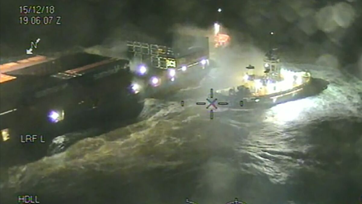Thea II ship and Svitzer Josephine tug aground in Humber during a storm (source: MCA)