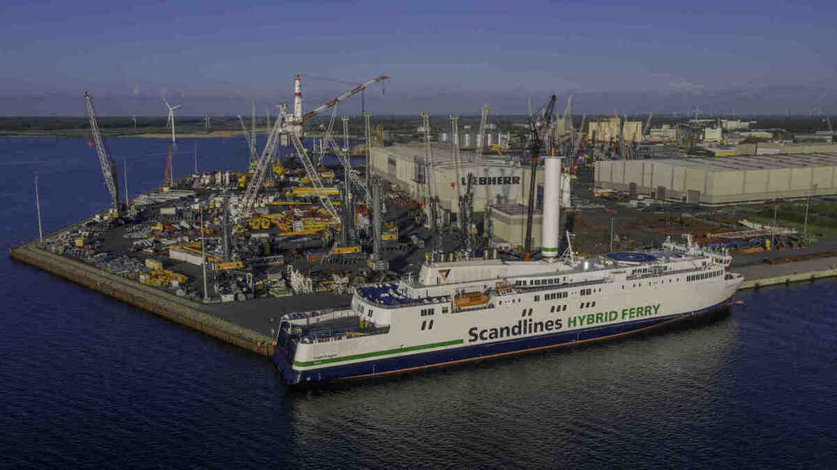 A new rotor sailed was installed on MV Copenhagen at the Port of Rostock (Image: Norsepower)