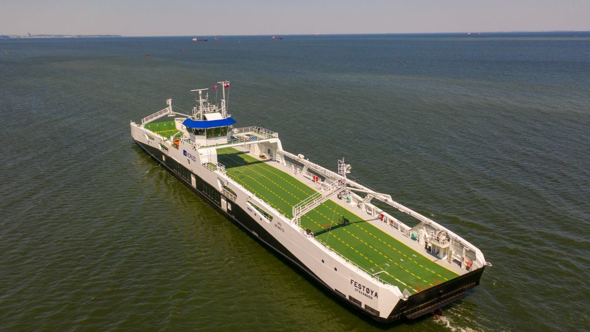 Norled's newest ferry, Festoya, leaves Remontowa Shipyard earlier this year (image courtesy Remontowa)