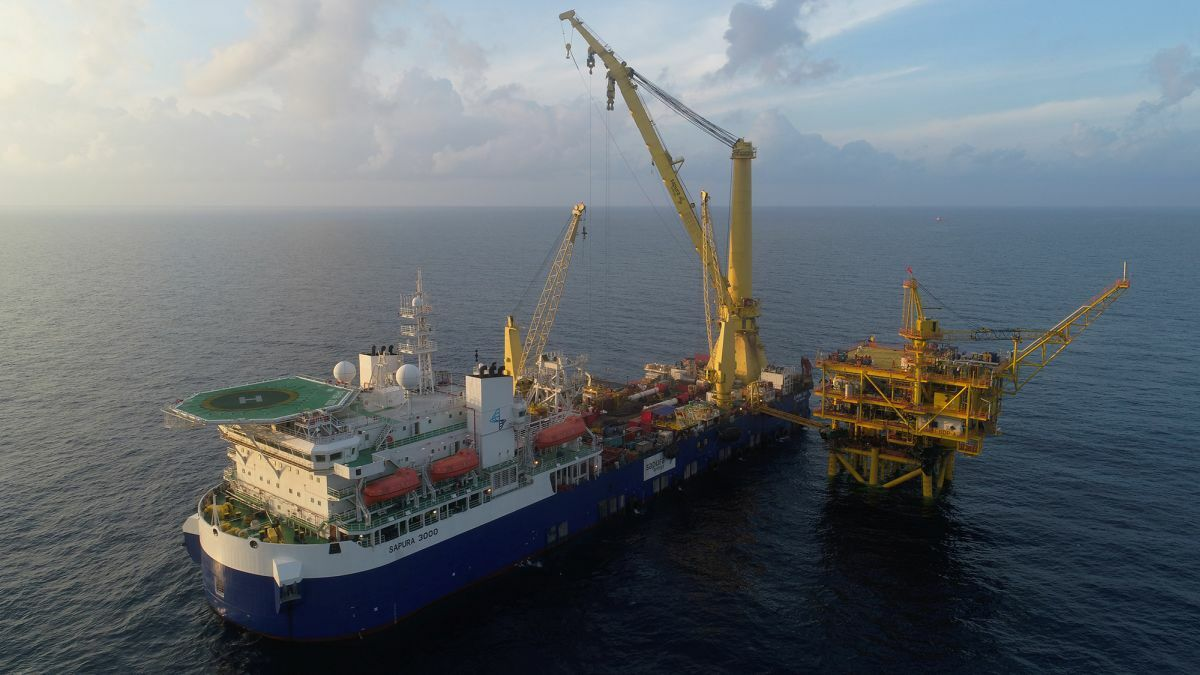 Malaysia-flag Sapura 3000 can support pipe lay and heavy lift operations (Source: Sapura Energy)