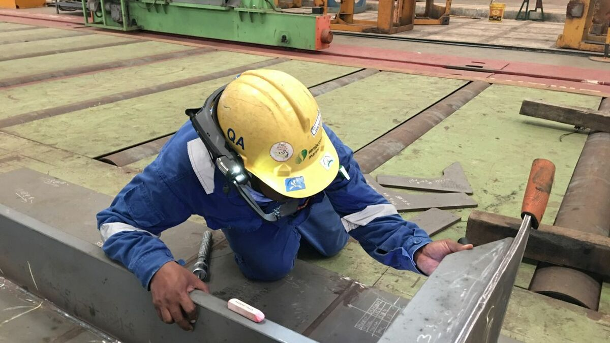 Sembcorp quality control inspector with helmet mounted camera in shipyard (source: Sembcorp)