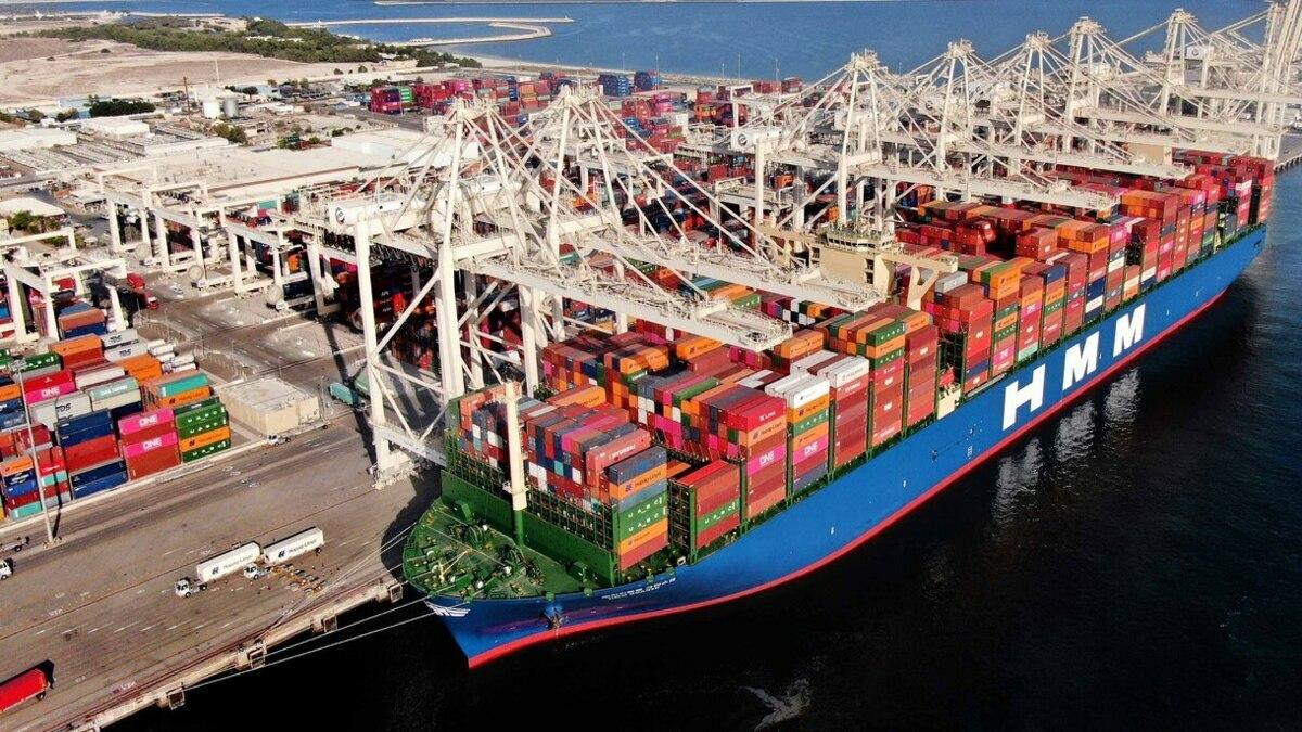 HMM Gdansk arrived at Jebel Ali Port from DP World's London Gateway before sailing to Singapore (Image: DP World)
