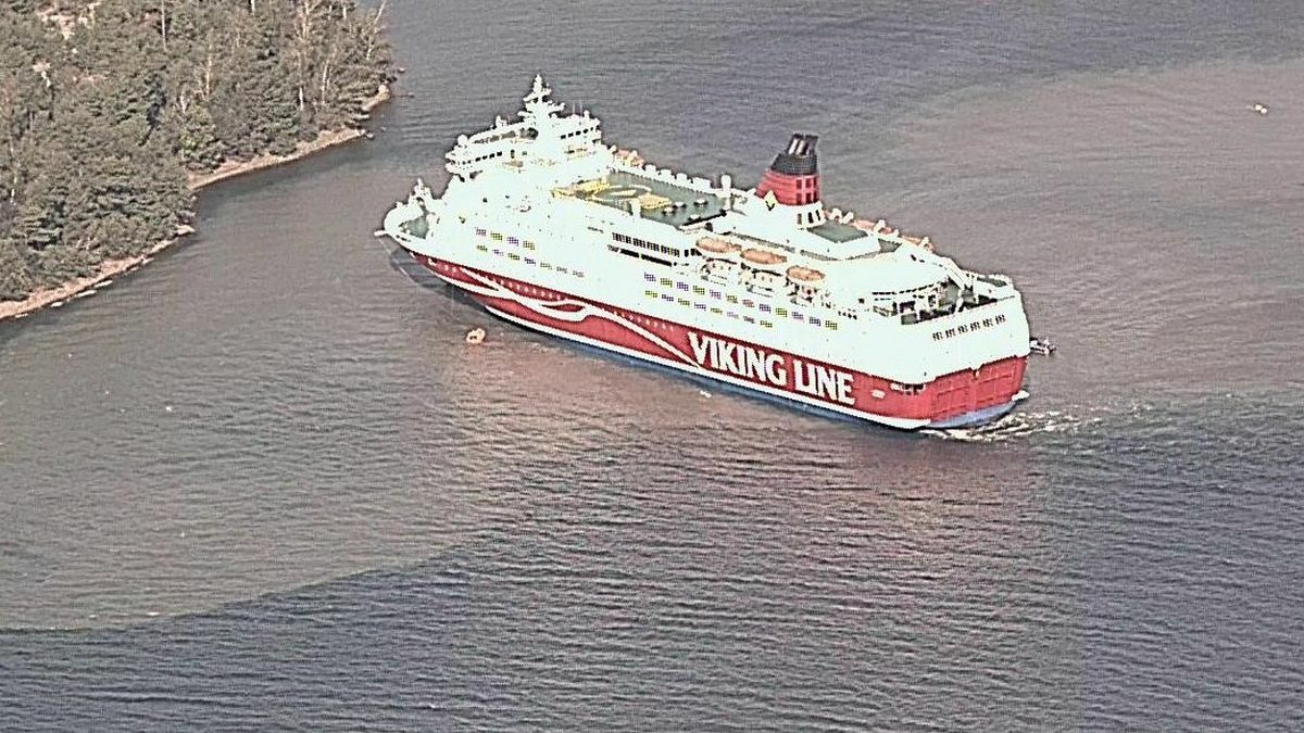 Viking Line ferry runs aground, passengers evacuated