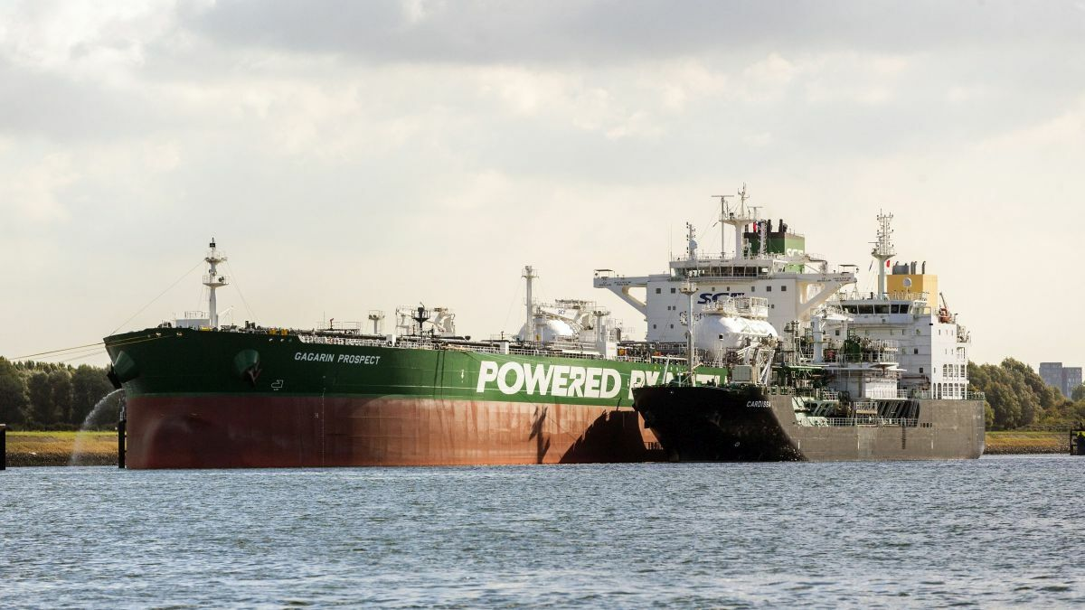 Ports needs guidance on servicing LNG-powered vessels (image source: IAPH)