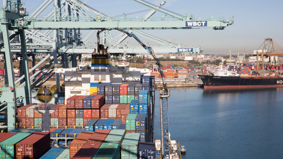 Rates in the transpacific trades on the US west coast routes reached US$3,800/FEU (Source: Port of Los Angeles)