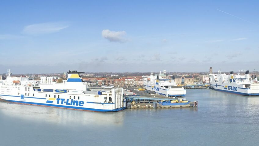 Ferry line and major roro port invest in super-fast broadband
