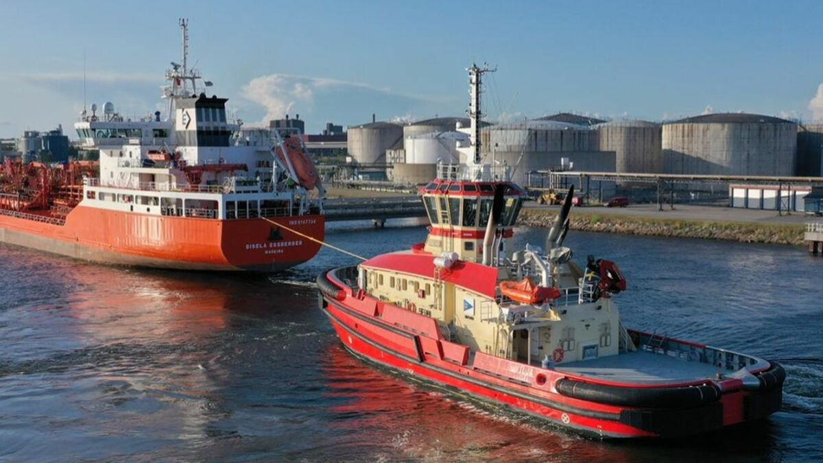 Vilja tows a chemical tanker into Port of Lulea, Sweden, using hybrid propulsion (source: Lulea)