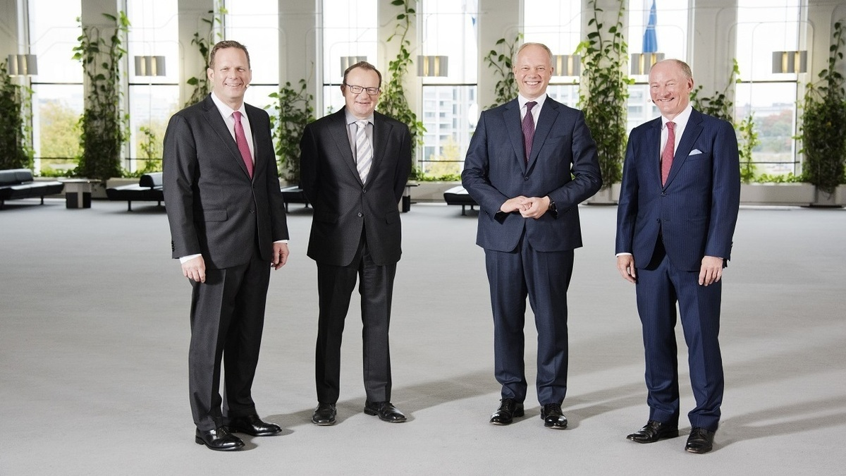 Cargotec chairman Ilkka Herlin (second from left) said the merger will help the company become a leader in sustainable material flow while benefitting customers (Image: Cargotec Twitter)