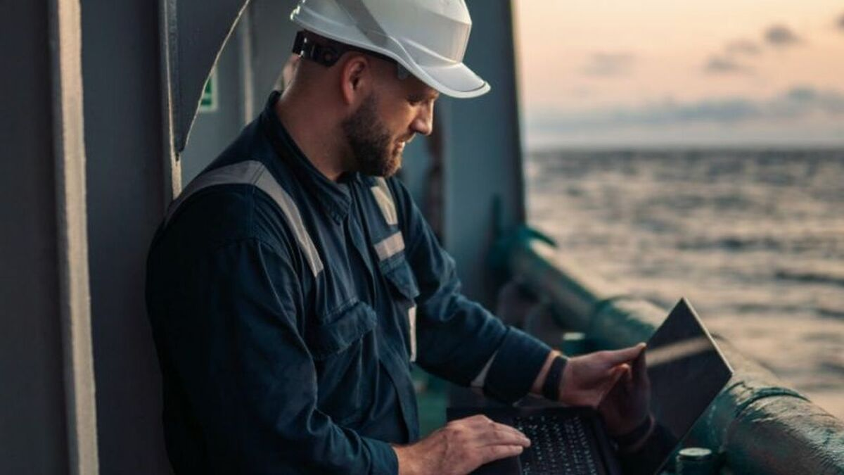 Seafarers can use their laptops for online and video training (source: Tapiit)