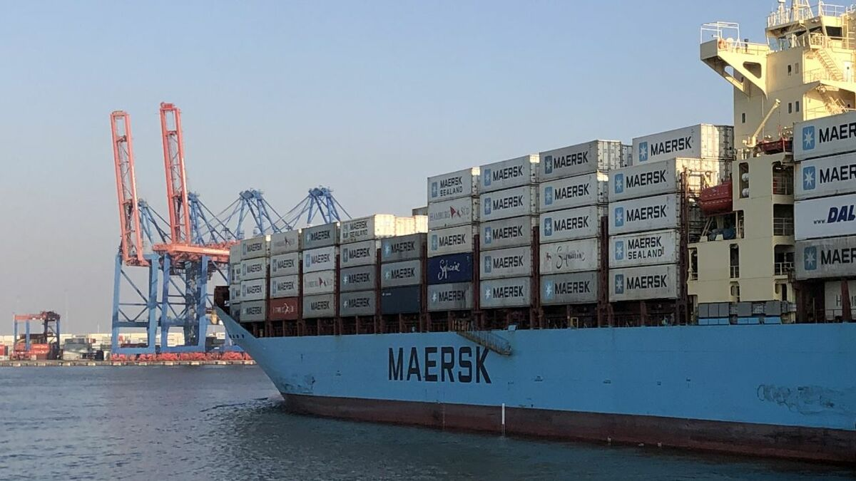 Maersk Bogor container ship approaches Middle East terminal (Source: Maersk)