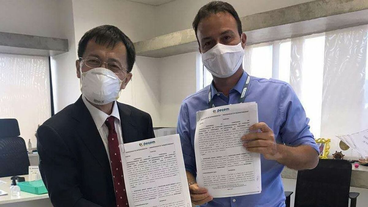"""Danilo Serpa (right) said """"We are starting prefeasibility studies for this pioneering project"""""""