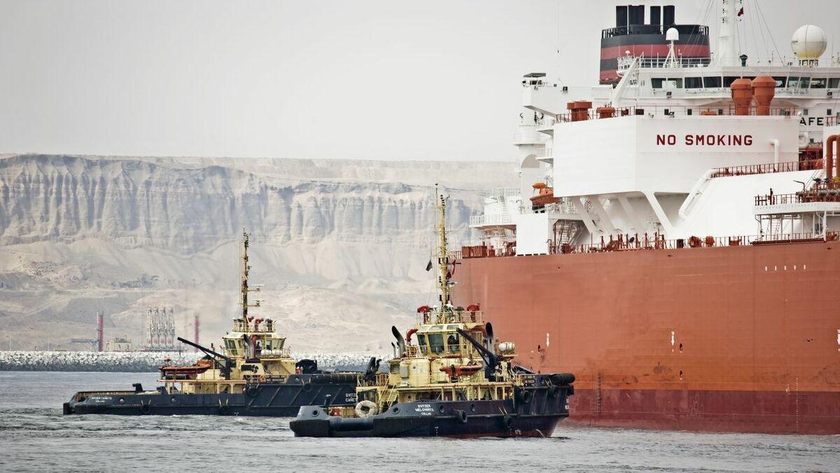 Svitzer tugs assist gas carrier in Peru