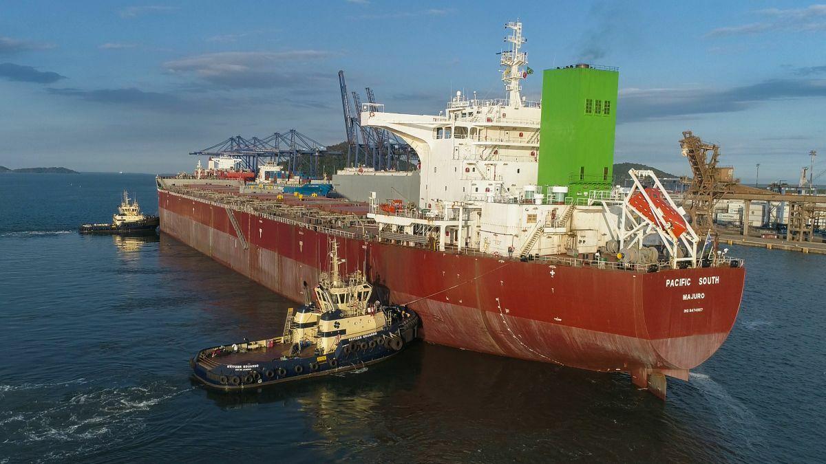 Svitzer tugs assist a bulker into Paranaguá port in Brazil