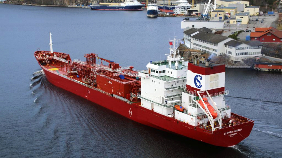 Clipper Harald combines a hybrid exhaust gas cleaning system and Solvang's LP-EGR NOx reduction technology to achieve IMO Tier III compliance (source: Solvang ASA)