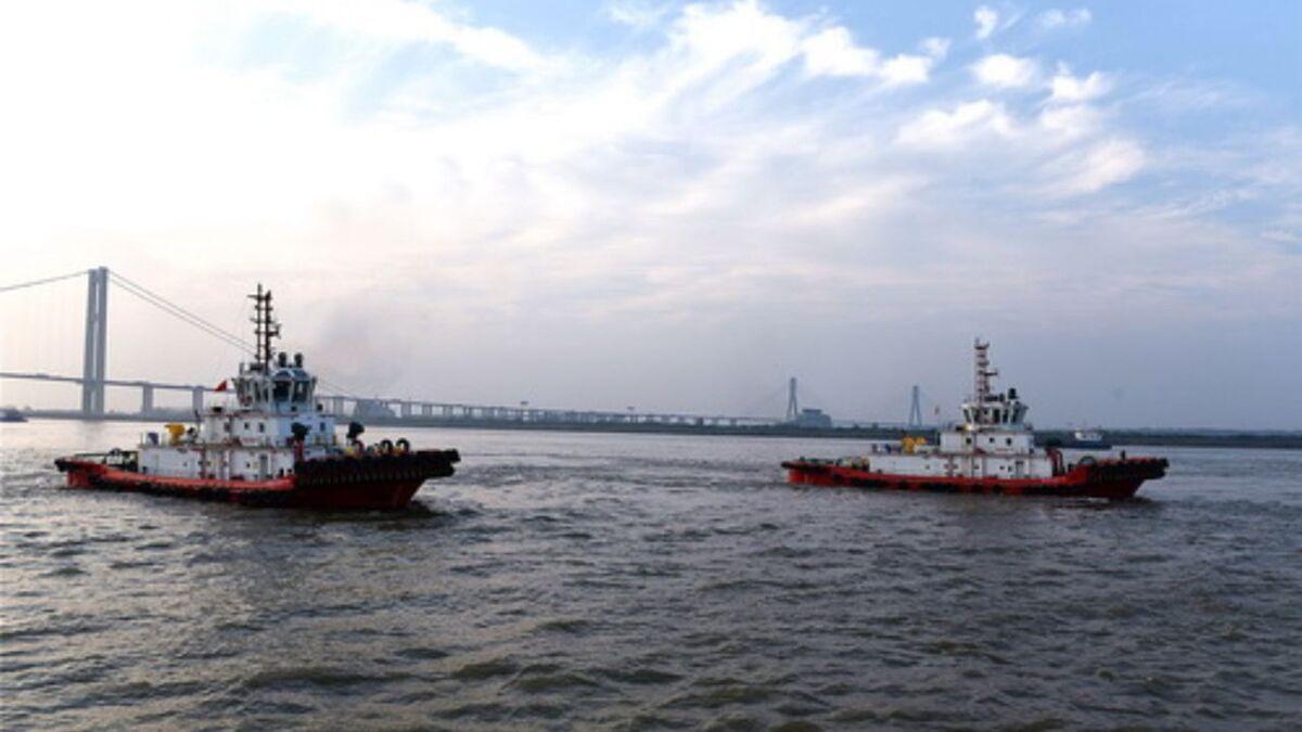 Jiangsu Zhenjiang Shipyard delivered two ASD tugs to Ningbo Zhoushan Port (source: JZ Shipyard)