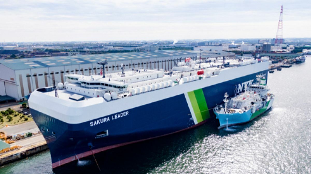 Kaguya performed its first STS LNG bunkering on Sakura Leader, the largest LNG-fuelled ship built in Japan (source: NYK Line)