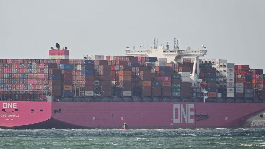 Weather routeing reduces container loss risk