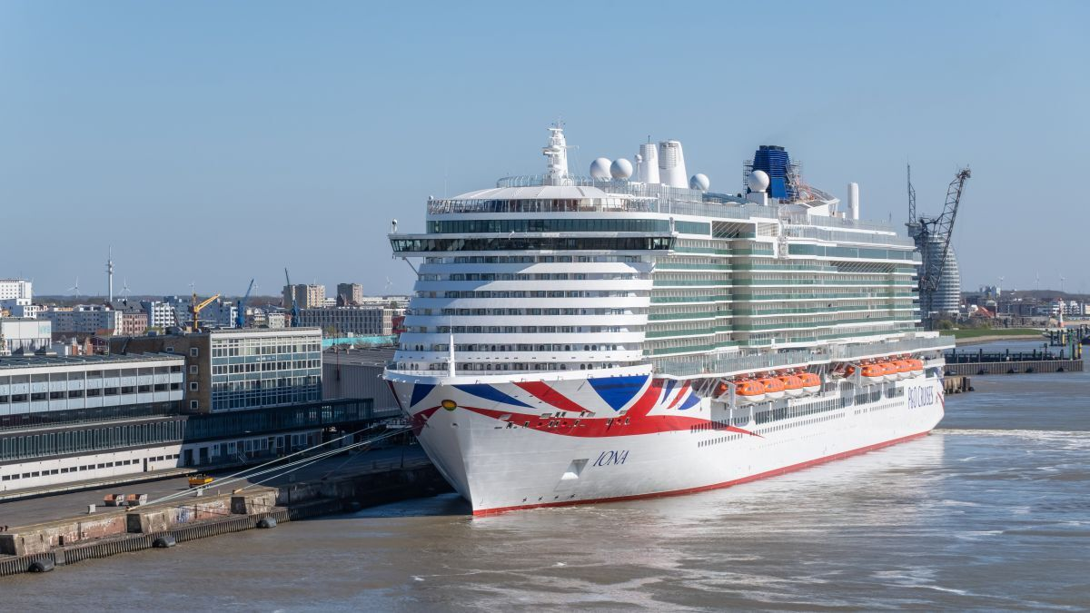 Tied up by Covid: UK's largest cruise ship will not sail until 2021