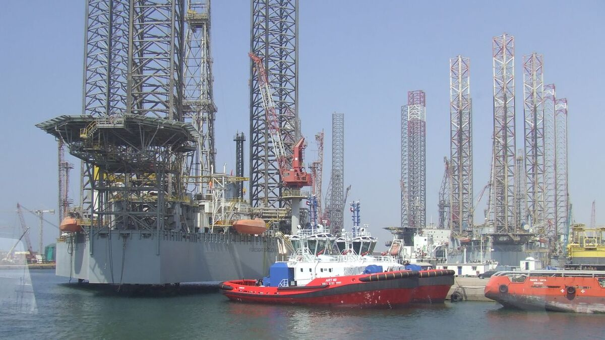 A forest of jack-up rigs and OSVs laid up in the UAE (source: RMM)