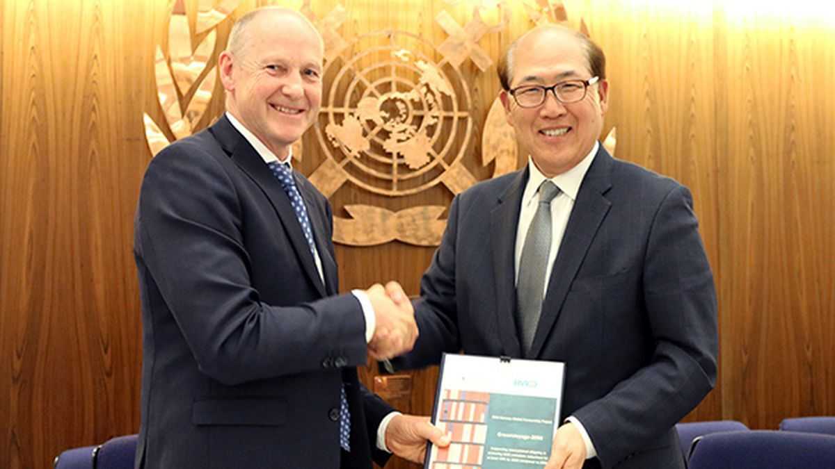 IMO secretary-general Kitack Lim (right) and Norwegian Ministry of Climate and Environment specialist director Sveinung Oftedal sign the GreenVoyage2050 Project Agreement to promote green technology uptake to improve energy efficiency and reduce GHG emissions in shipping (Image courtesy IMO)