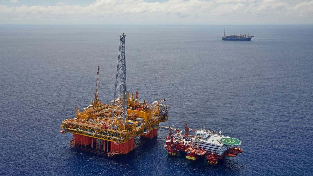 Inpex Ichthys production semi-sub, FPSO and accommodation rig (source: Total)