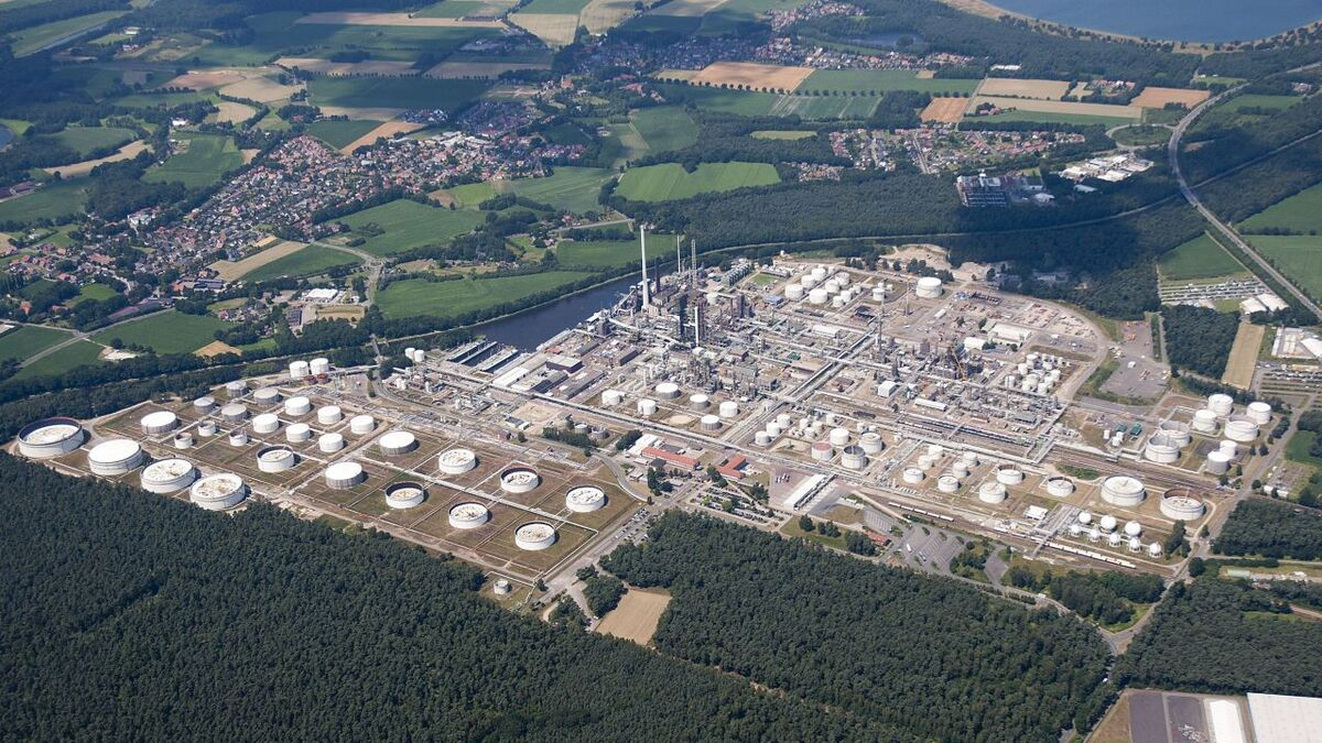 The Lingen refinery processes about 5M tonnes of crude oil a year, producing fuels, heating oil and chemical feedstocks