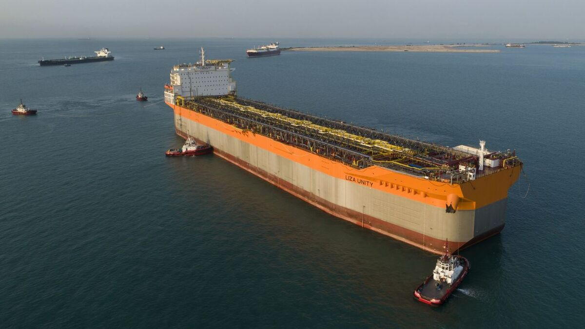 SBM's Liza Unity FPSO hull arrives at Keppel in Singapore (source: SBM/Lim Weixiang)