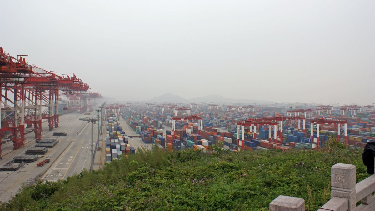 Shanghai-Yangshan port hinterland provides the recovery in the Asia-Europe container trades (Image: Wikimedia)