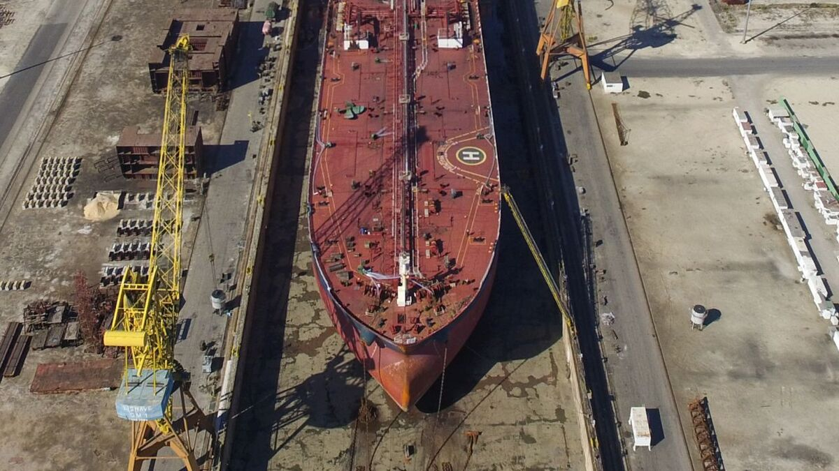 Tanker in drydock for hull cleaning and maintenance (source: Teekay)